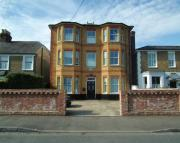 1 bed Flat to rent in Princes Road, Weybridge...