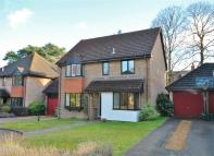 Detached house in Sorbie Close, Weybridge...