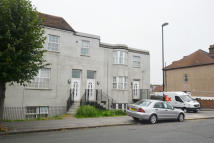 Flat to rent in BENSHAM LANE...
