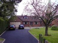4 bed Detached Bungalow in Green Lane, Hadfield...