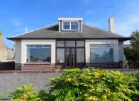 4 bed Detached Bungalow in BRUCE AVENUE, Prestwick...