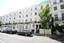 Flat to rent in Lansdowne Place, Hove...