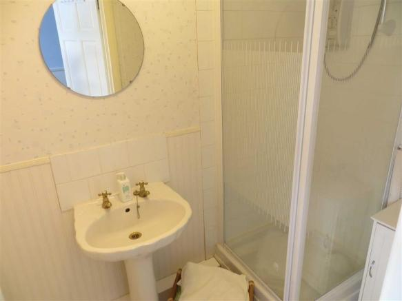 En-suite  Shower Roo