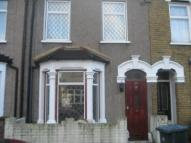 2 bed property in Perth Road, Plaistow