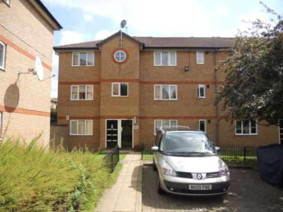 1 bedroom flat to rent in Harrier Way, Beckton, E6