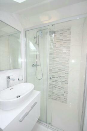 En Suite Shower Aspe