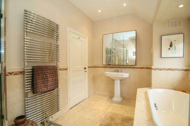 Family Bathroom Aspe