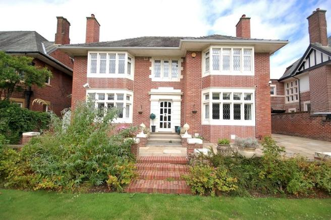 4 Bedroom Detached House For Sale In North Park Drive Blackpool Fy3