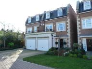 4 bedroom Town House in Weybridge, KT13