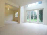4 bed Detached house in Walton-On-Thames, Surrey...