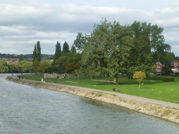 Riverside Park nearb