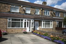 property to rent in 35 Newlands Grove, Northowram, Halifax.