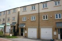 3 bedroom Town House to rent in 21 Beckside, Shelf...