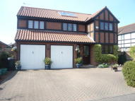 5 bedroom Detached house in Oakwood Avenue...
