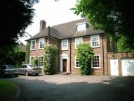5 bedroom Detached house in Barnet Road, Arkley...