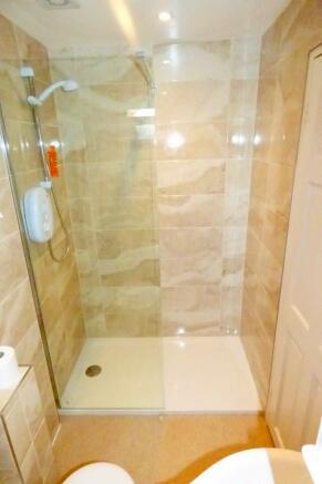 Cloakroom/Shower Roo