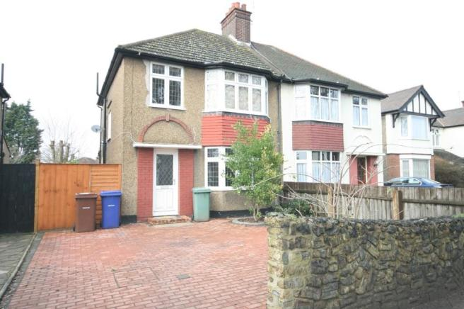 3 bedroom semi detached house for sale in north grays for Living room ideas 1930s semi