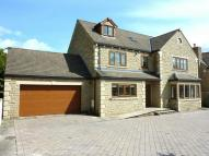 6 bed Detached property in Bradford Road, Birkenshaw