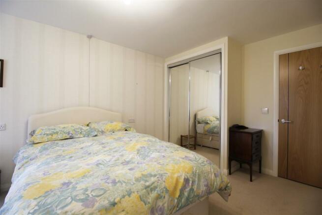 Bedroom second view 64 Windsor House.jpg