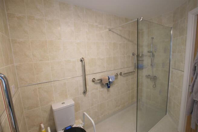 Bathroom 12 Broadfield Court.jpg