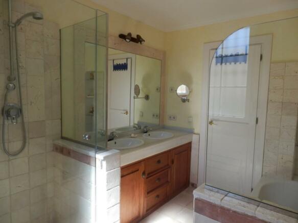 baño 3b en suite.jpg
