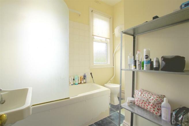 4,1 Denbigh Road - Bathroom.jpg