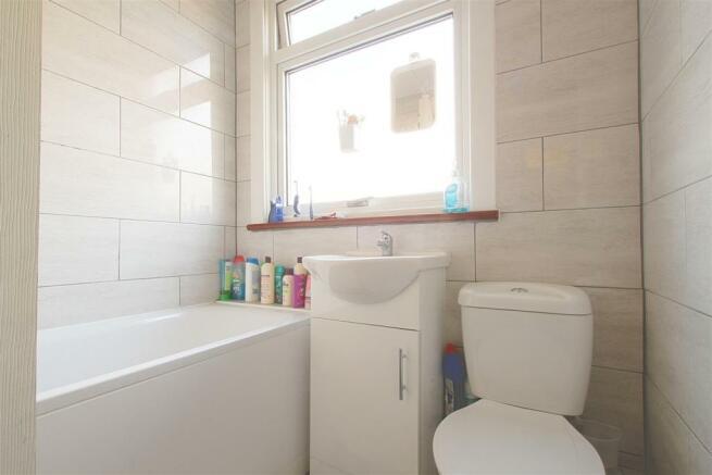 26 Princes Road_ Bathroom.jpg