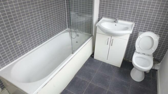 Bathroom #1 (Main)