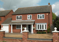 4 bed Detached house in HARDINGHAM STREET...
