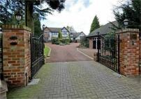 Detached home in Stourbridge Road...