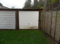 Garage in Woodside Court - Garage to rent