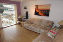 Flat to rent in Langlea Avenue...
