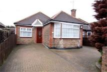 4 bedroom Semi-Detached Bungalow in Exton Avenue, Luton...