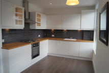 4 bed semi detached property to rent in Station Road, London, N21