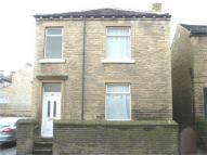 2 bedroom End of Terrace property in Bradford Road, BRIGHOUSE...