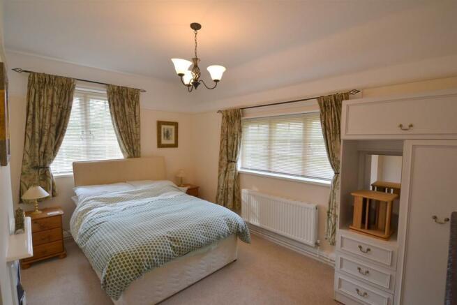 DSC_2004_bedroom1.jpg