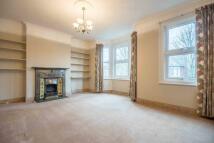 Flat to rent in Roxborough Road, Harrow