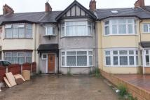 Ground Flat to rent in Eastern Avenue, Ilford...
