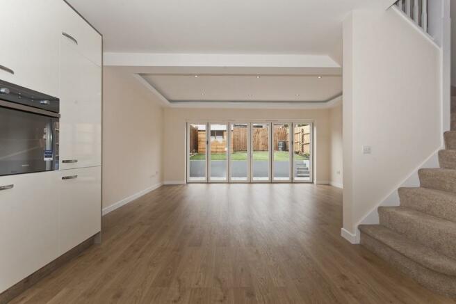 3 Bedroom End Of Terrace House For Sale In Mottingham Lane