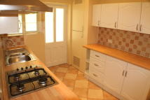 2 bedroom Ground Flat in Amblecote Close...