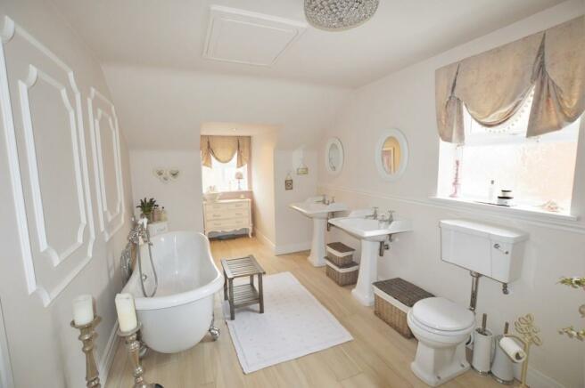 Bed One En-suite