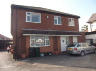 Flat in Chester Road, Huntington...