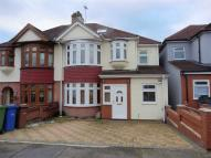 5 bed semi detached home in Aveley