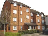 Flat to rent in Knowles Close, Yiewsley...