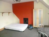 Studio apartment in Fosse Road South...