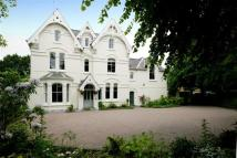 8 bedroom Detached home in 22 Westfield Road...