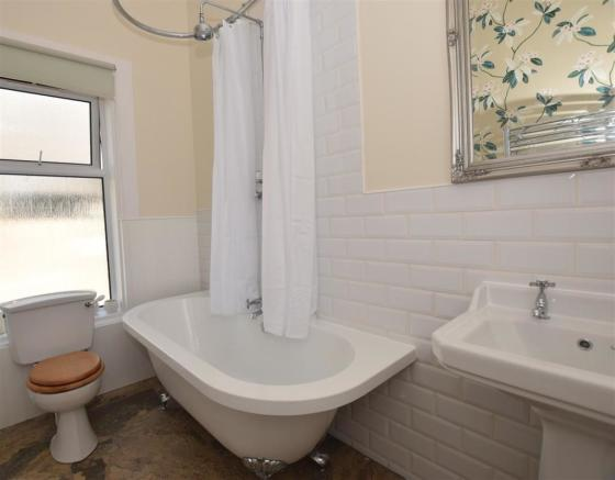 Family Bathroom 2 .J