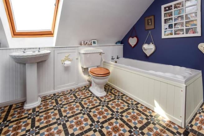 Upper Level bathroom.jpg