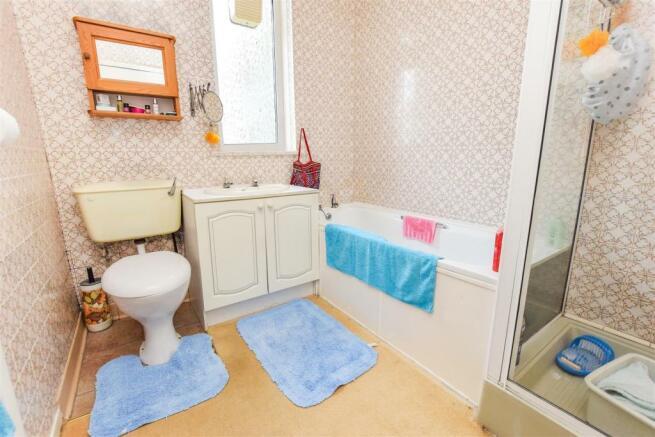 Bathroom15057323451505779584.jpg