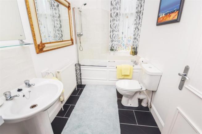 Bathroom15057318411505779680.jpg